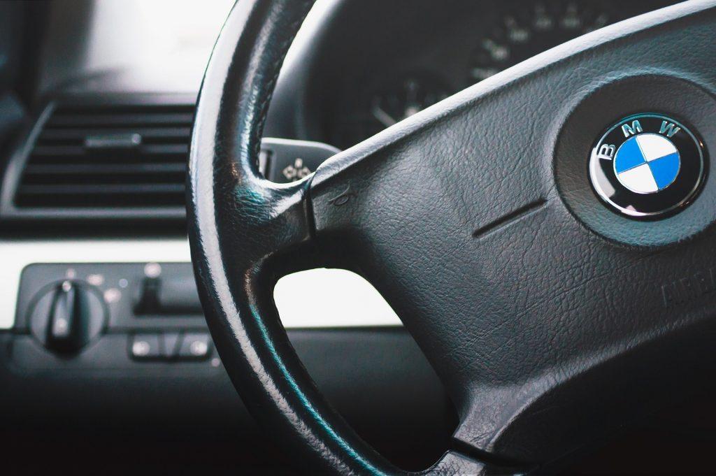 Como obter um volante de carro de plástico